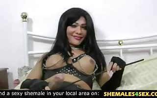 Beautiful tranny in latex fuck her slave
